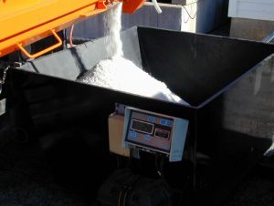 Spreader dispensing salt into scale during calibration